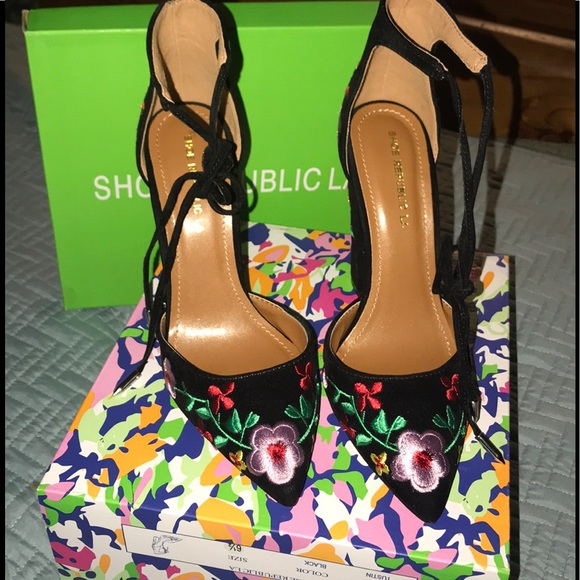 f07041457 Floral pointed-toe ankle-strap chunky heels. M_5a8528fe72ea88c62485a2a5